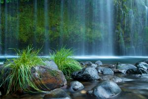 Бесплатные фото Mossbrae Falls,California,водопад,камни,трава,скалы,природа