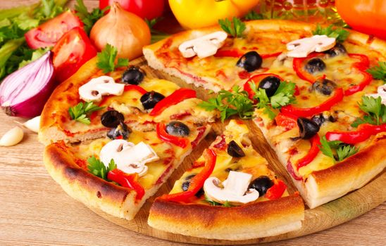 Pizza with mushrooms · free photo