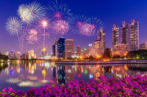 Бесплатные фото Фейерверк, салют, парк Беньякитти, сумерки, Бангкок, Таиланд