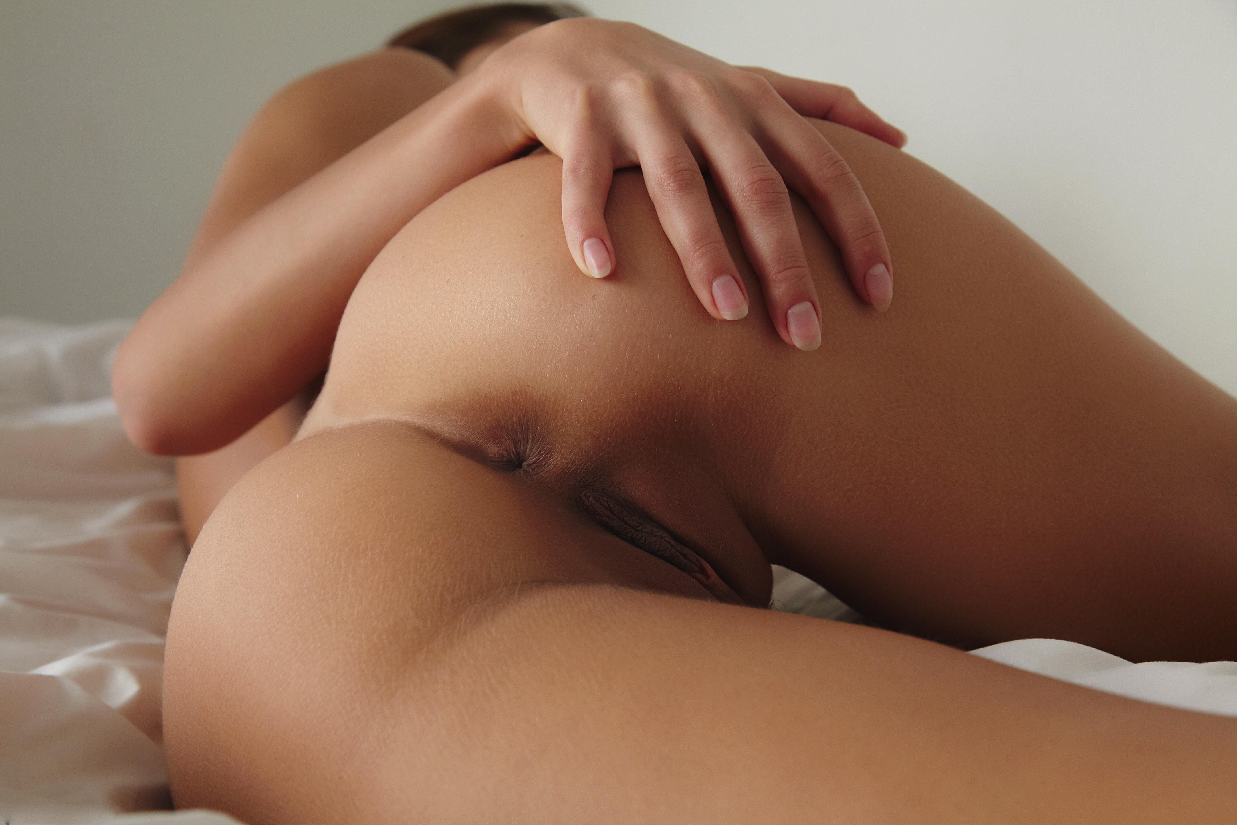 фото девушки в трусиках попки онлайн ласкает себя
