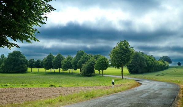 Заставки Шлезвиг-Гольштейн,Германия,весна,деревья,дорога,облака,пейзаж