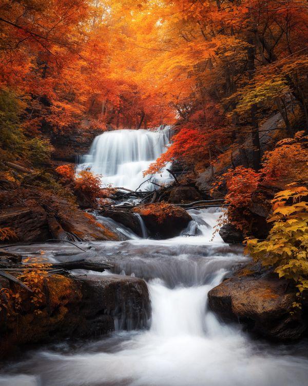 Фото бесплатно осень, водопад, лес, деревья, скалы, природа, пейзаж, осенние краски, пейзажи
