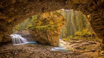 Бесплатные фото Johnston Canyon,Banff National Park,Alberta,Canada,река,скалы,лес