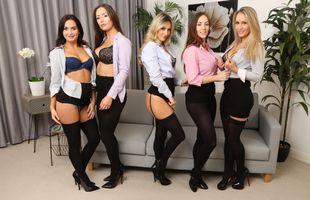 Бесплатные фото Natasha Anastasia,Gina B,Lauren Wood,Laura Hollyman,Candice Collyer,Диван,Блондинка