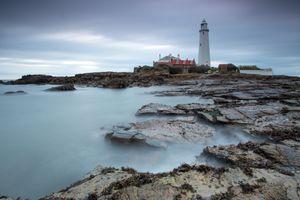 Пасмурный день на побережье · бесплатное фото