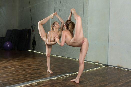 Фото бесплатно Dakota Burd, красотка, голая