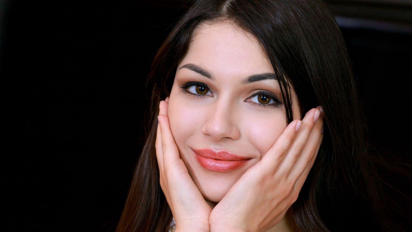 Фото бесплатно карие глаза, брюнетка, красивое лицо - на рабочий стол