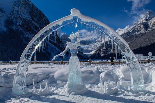 Заставки Фигура из льда,лед,зима,горные рельефы,замораживание,небо,гора,снег,воды,ледник,архитектура,ледяная шапка