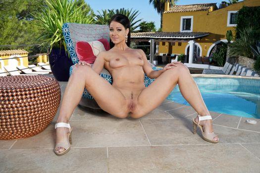 Бесплатные фото Lexa,красотка,голая,голая девушка,обнаженная девушка,позы,поза,сексуальная девушка,эротика,Nude,Solo,Posing