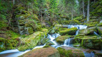 Потрясающий водопад · бесплатное фото