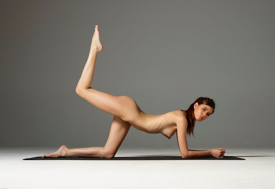 Naked posing ladies #10