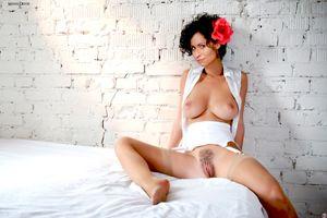 Бесплатные фото Минни Драйвер,большие сиськи,большая жопа,подстриженные киска,половые губы,черные волосы,вьющиеся волосы