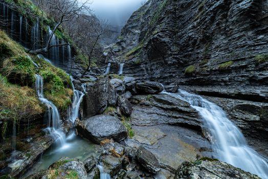 Бесплатные фото водопад,скалы,Сальто-дель-Нервион,Алава,Испания,камни,деревья,течение,природа,пейзаж