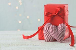 Бесплатные фото праздник,сердечки,подарок,две сердечка,пара,упаковка,красная