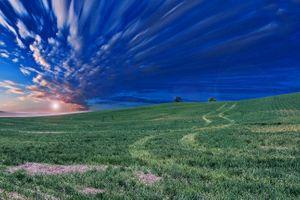 Заставки закат,поле,трава,красивое небо,природа,холм,облака