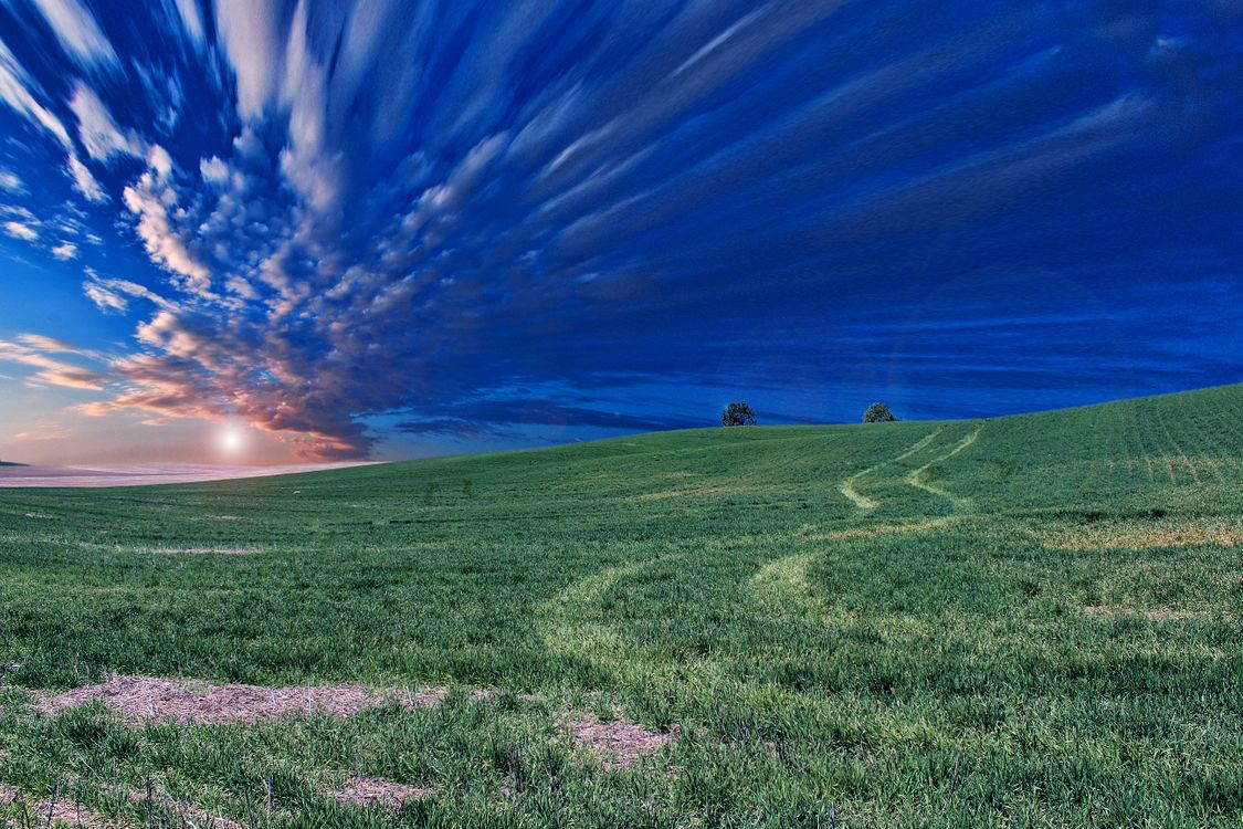 Фото бесплатно закат, поле, трава, красивое небо, природа, холм, облака, пейзаж, пейзажи