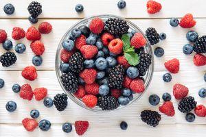 Россыпь лесных ягод · бесплатное фото