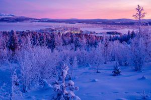 Заставки Швеция,зима,закат,снег,деревья,дома,горы