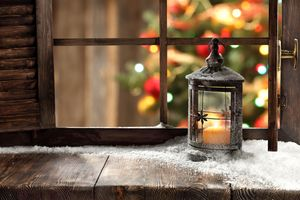Бесплатные фото новогодние обои,с новым годом,окно,лампа,огонь,комната,window winter