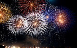 Фото бесплатно Фейерверки, огни, вспышки, ночное небо, цвета, фейерверк, июль, искра, год