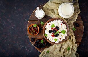 Полезный завтрак  с ягодами · бесплатное фото
