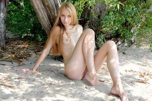 Фото бесплатно ноги, песок, половые губы