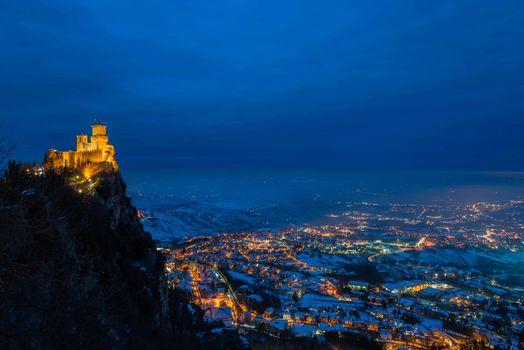 Заставки ночь город, Италия, Сан-Марина