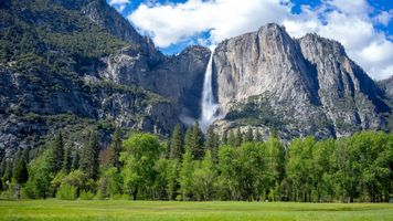 Заставки Yosemite Falls,Yosemite National Park,California,водопад,горы,поле,деревья