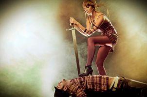 Фото бесплатно девушка, парень, меч