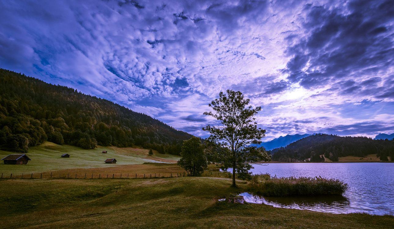 Фото бесплатно Озеро Герольдзее, Германия, Geroldsee, Южный Тироль, Альпы, Гармиш, Партенкирхен, сельская местность, Bavaria, Бавария, горы, озеро, домики, пейзаж, закат, пейзажи