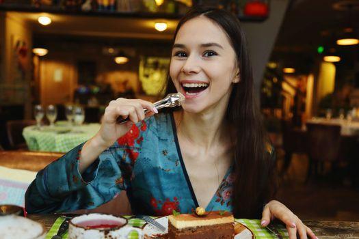Photo free MIA, restaurant, brunette