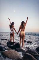 Фото бесплатно девушка, женщина, портрет, тропический, пляж, instum, белый, друг, лунный свет, закат, сумерки, Луна, carleigh Элис, shorelien, берег, побережье, стоя, руки вверх