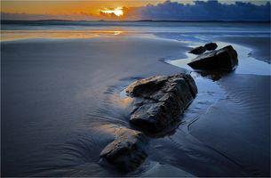 Фото бесплатно закат, море, берег, камни, отлив, песок, пейзаж