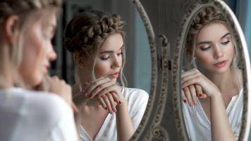 Бесплатные фото модель,блондинка,чувственные губы,лицо,зеркало,отражение,4К