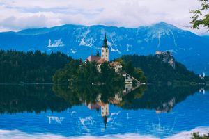 Бесплатные фото Озеро Блед,Словения,Bled,Церковь на острове,церковь Успения Девы Марии,Бледское озеро,пейзаж