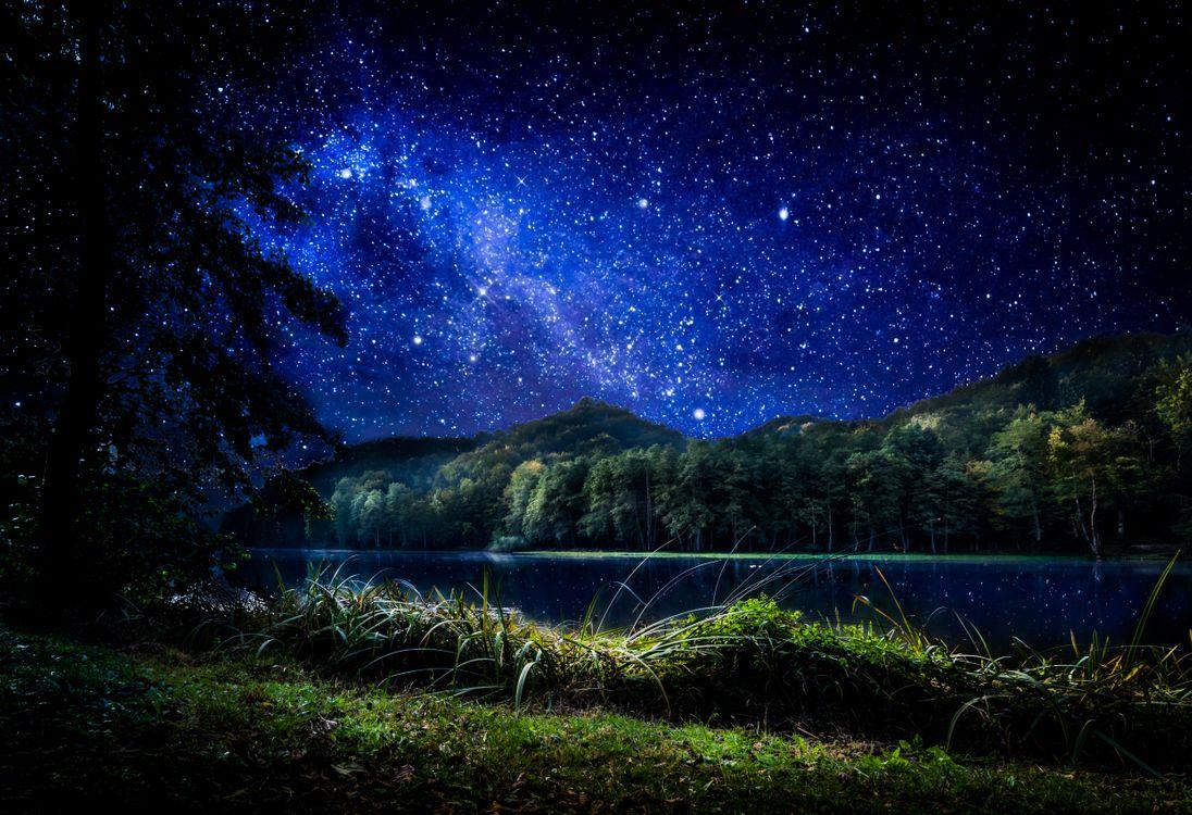 Фото бесплатно Самян озеро, Тракошчан, Хорватия, ночь, свечение, Млечный Путь, берег, лес, деревья, природа, пейзаж, фотошоп, пейзажи - скачать на рабочий стол
