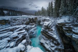 Фото бесплатно Athabasca Falls, Jasper, Alberta, Канада, река, зима, водопад, деревья, пейзаж
