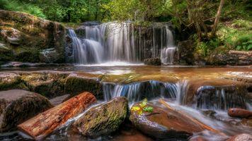 Фото бесплатно водопад, поток, скалы, камни, течение, деревья, природа, пейзаж