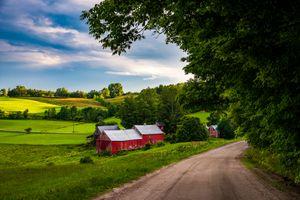 Бесплатные фото Вермонт,поле,дорога,домики,деревья,холмы,небо