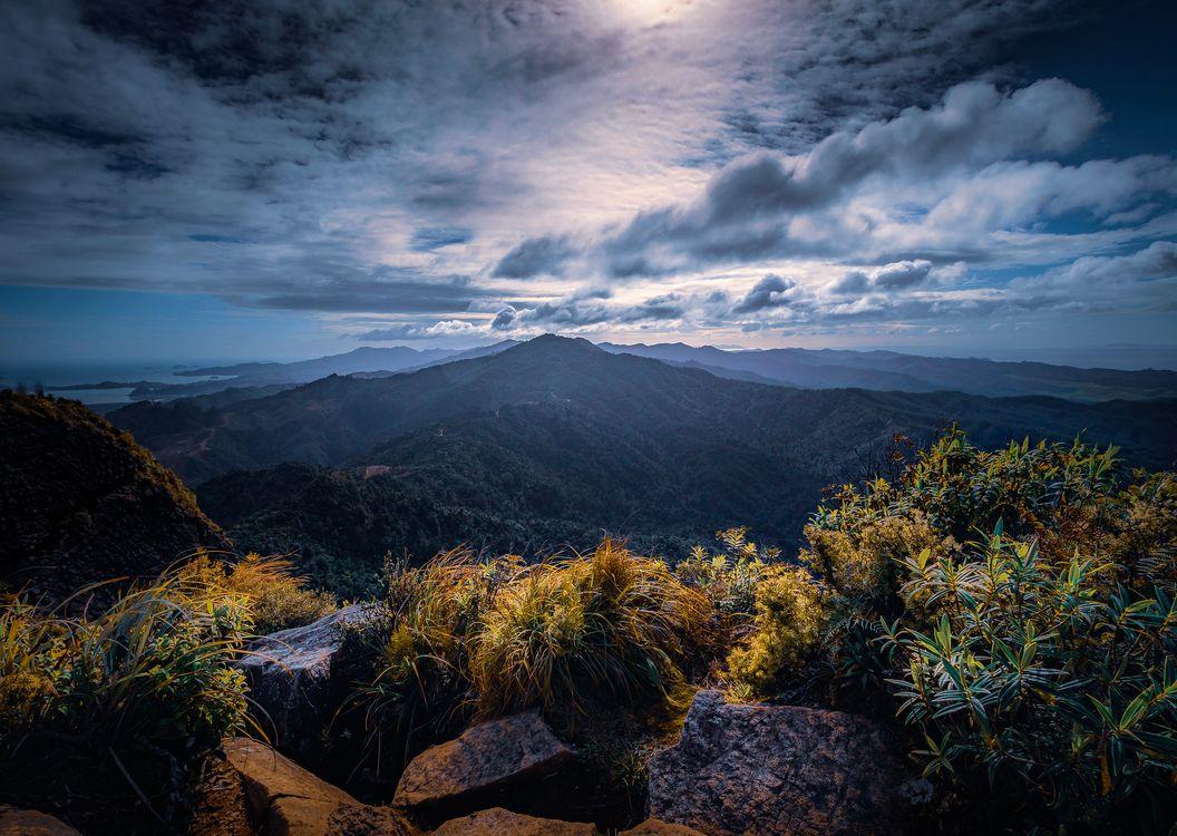 Обои горы, закат солнца, сумерки, небо, облака, камни, природа картинки на телефон