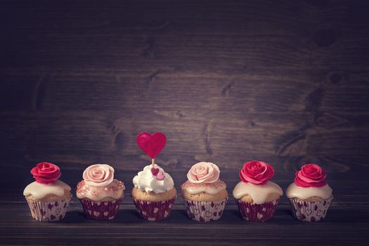 Cupcakes with roses · free photo