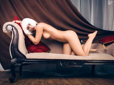 Красный горячий диван