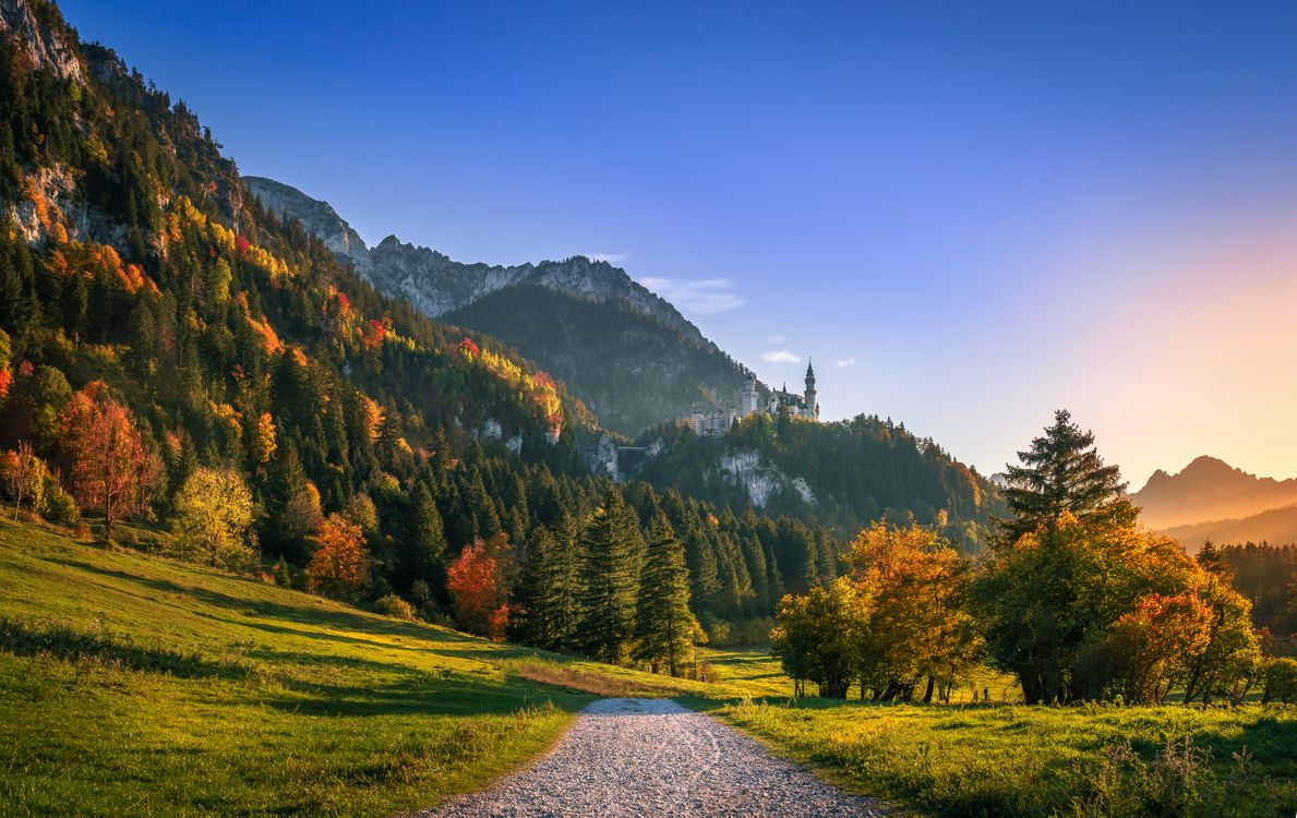 Фото бесплатно Сказочный замок Нойшванштайн, Хоэншвангау, город Швангау, Neuschwanstein Castle, Germany, Бавария, Альпы, осень, горы, деревья, пейзаж, пейзажи