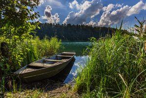 Заставки озеро, лодка, тростник