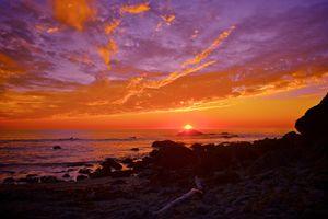 Солнце скрывается за горизонт · бесплатное фото
