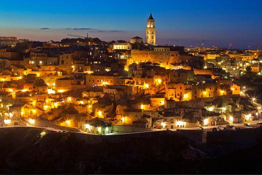 Бесплатные фото Городские огни,Матера,Базиликата,Италия,город,ночь,иллюминация,ночные города