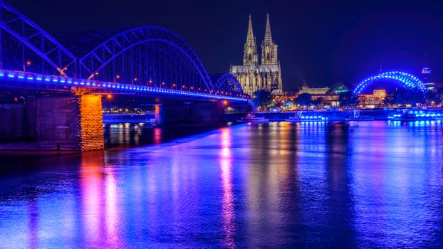 Cologne - the city at night · free photo