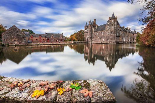 Фото бесплатно Осень в замке Трецессон, Замок с привидениями в Бретани, Тресессон