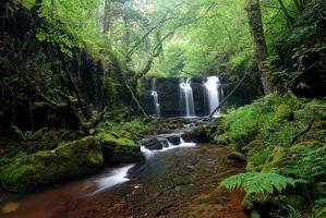 Фото бесплатно водопад, скалы, водоём, речка, лес, деревья, природа, пейзаж
