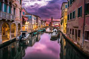 Река в Венеции и лодки · бесплатное фото